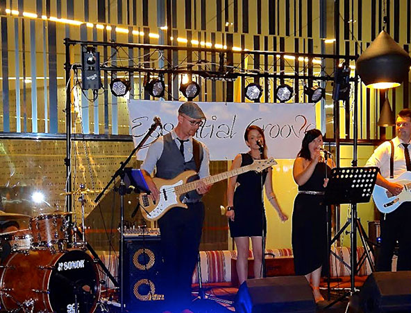 Essential Groove Cover Band Melbourne - Singers Musicians - Entertainers